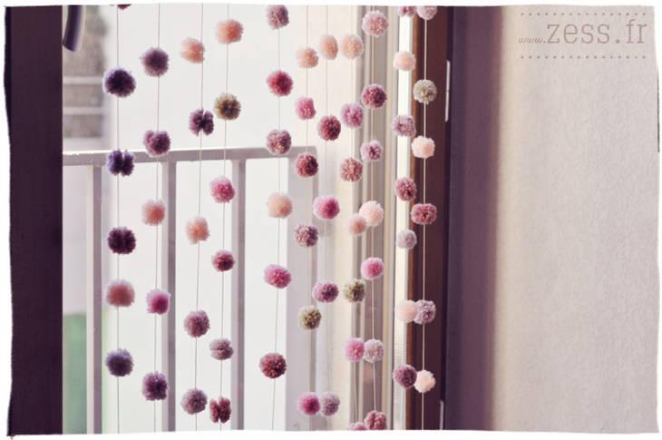 Rideau de fils avec des pompons guide astuces - Confectionner des rideaux originaux ...