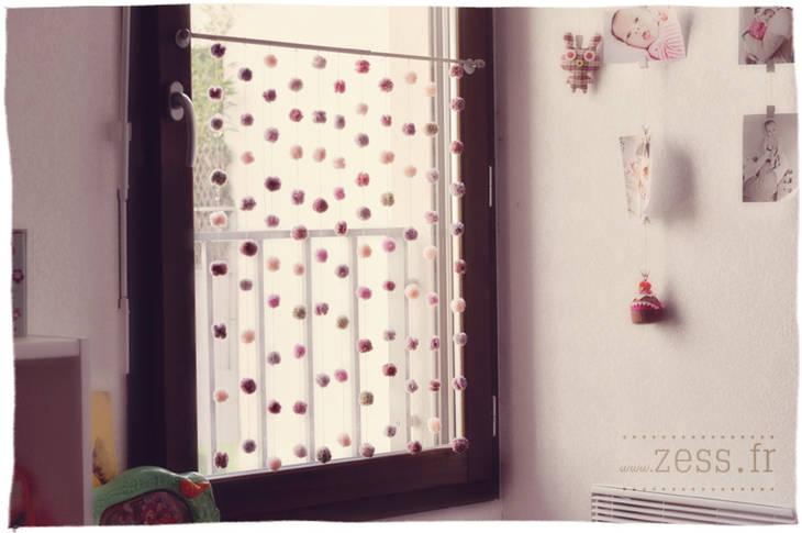 rideau de fils avec des pompons guide astuces. Black Bedroom Furniture Sets. Home Design Ideas
