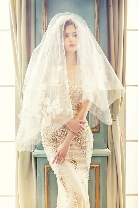 choisir sa coiffure de mariage selon sa robe guide astuces. Black Bedroom Furniture Sets. Home Design Ideas