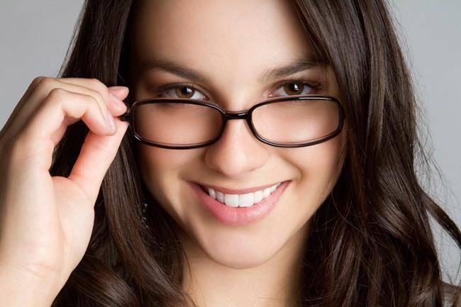 bien choisir ses lunettes de vue pour femme guide astuces. Black Bedroom Furniture Sets. Home Design Ideas