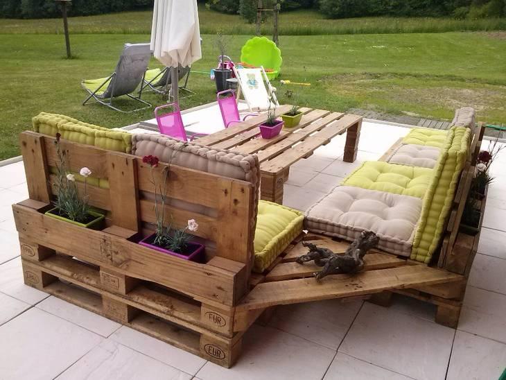 Salon de jardin en palettes guide astuces for Palette de jardin