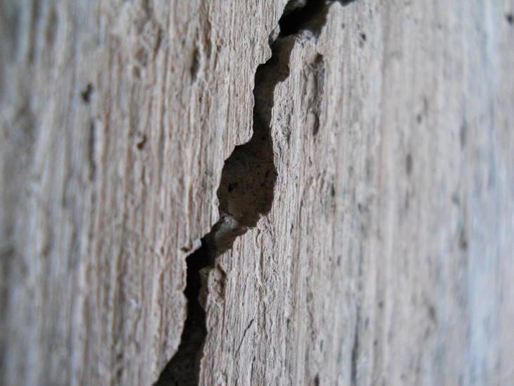 R parer une fissure sur le mur guide astuces - Reparer fissure mur interieur ...