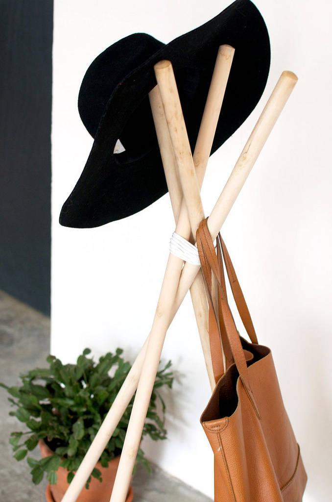 porte manteau avec des b tons de bois guide astuces. Black Bedroom Furniture Sets. Home Design Ideas