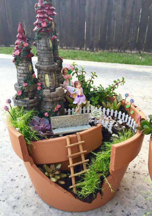 Mini jardin de f es avec un pot de fleur cass guide astuces for Entretien jardin guidel