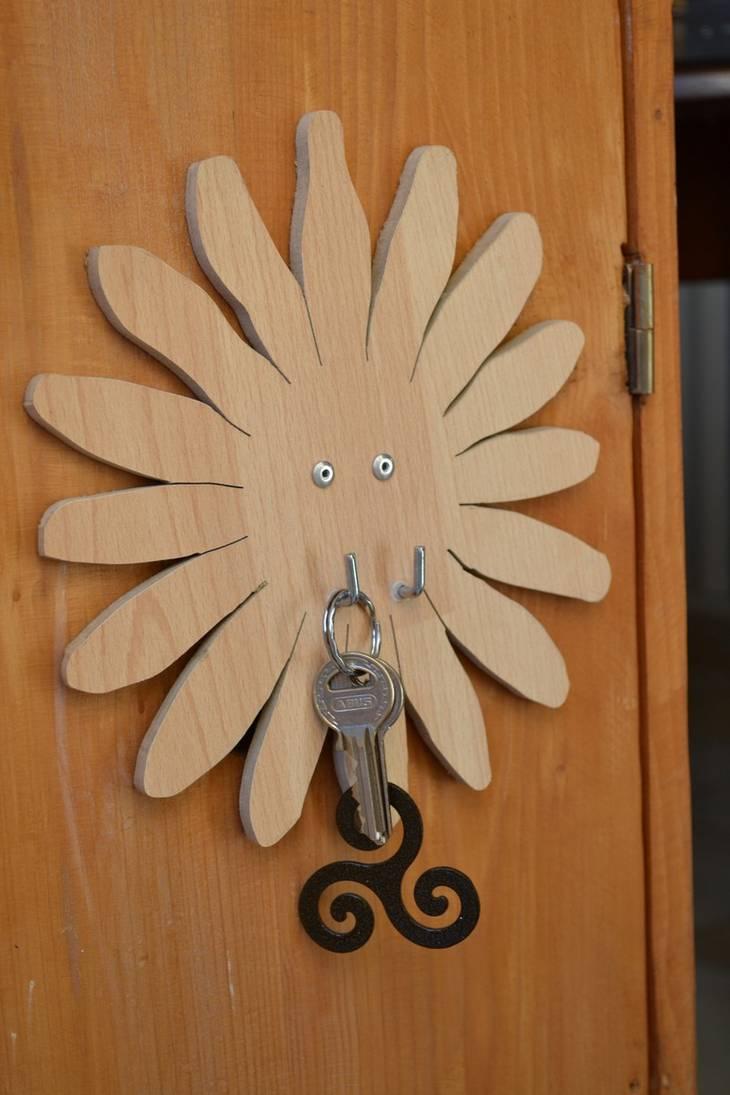 accroche clefs original partir d 39 une planche de stratifi sol. Black Bedroom Furniture Sets. Home Design Ideas