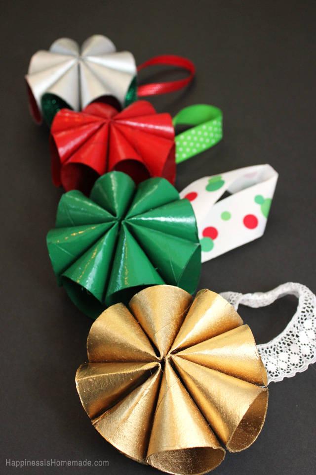 Mini couronnes de no l en rouleaux de papier toilette guide astuces - Decoration de noel en rouleau papier toilette ...