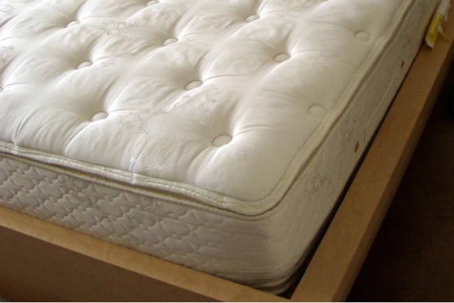 comment nettoyer un matelas guide astuces. Black Bedroom Furniture Sets. Home Design Ideas