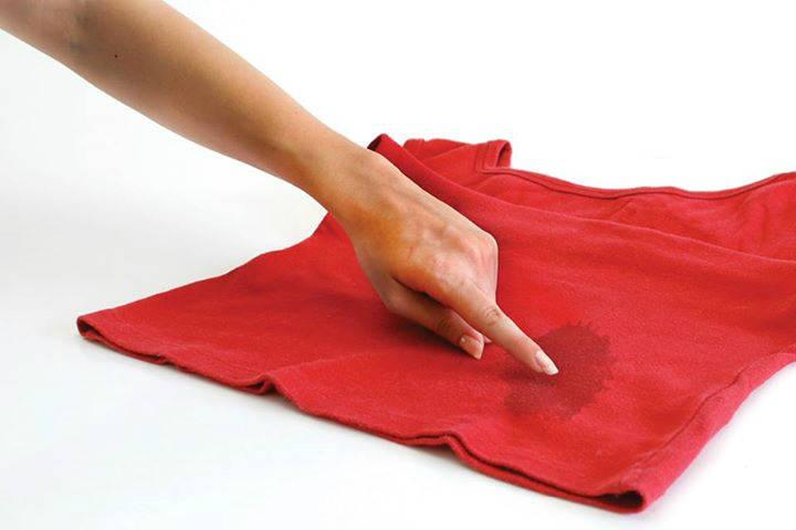 Enlever une tache d 39 huile sur un v tement guide astuces - Enlever une tache de sang sur un vetement ...