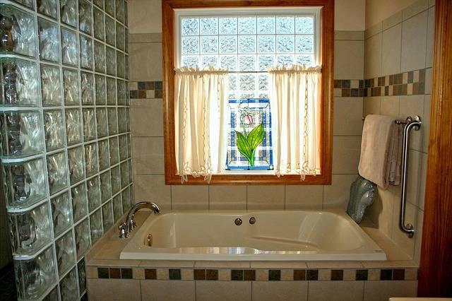 entretenir la baignoire ou la douche guide astuces. Black Bedroom Furniture Sets. Home Design Ideas