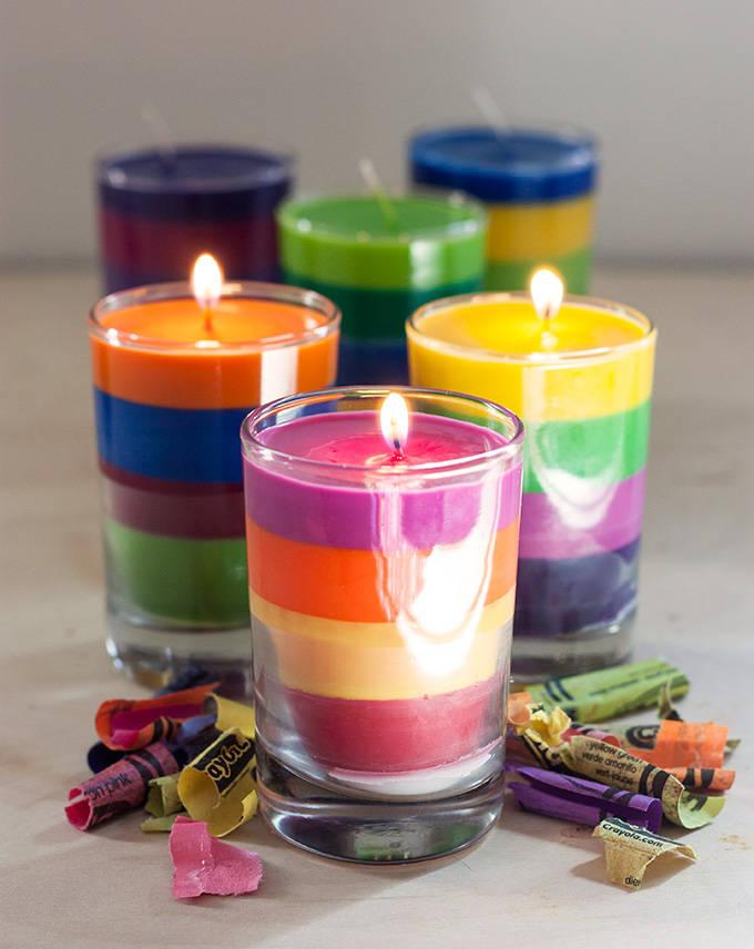 Bougies color es avec de la craie grasse guide astuces - Comment enlever de la cire de bougie sur une nappe ...