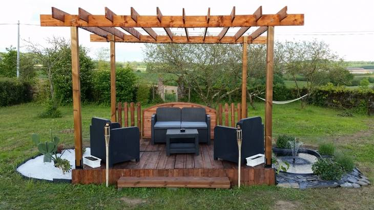 terrasse et pergola en palette et bois de r cup ration. Black Bedroom Furniture Sets. Home Design Ideas