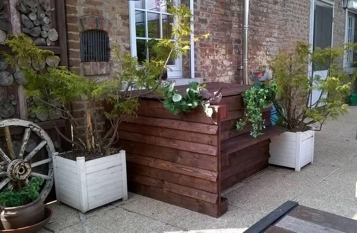 salon de jardin base de palettes guide astuces. Black Bedroom Furniture Sets. Home Design Ideas
