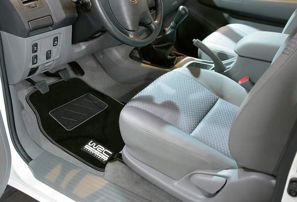 nettoyer les tapis de sol de voiture guide astuces. Black Bedroom Furniture Sets. Home Design Ideas