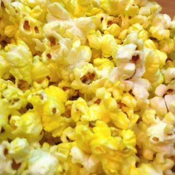 Pop-corn sucrés colorés