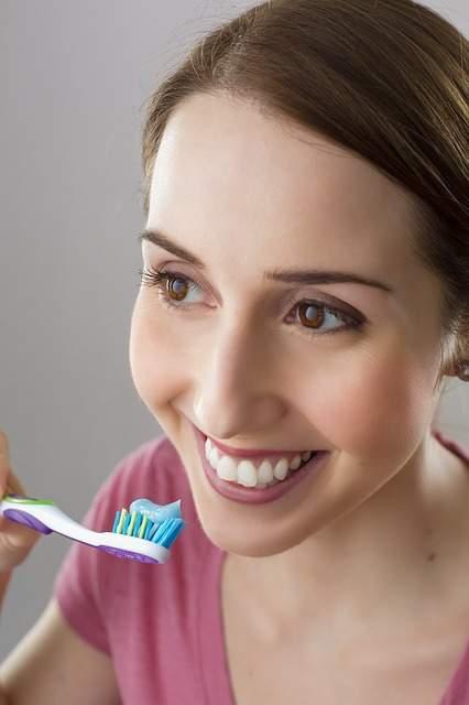 Astuce Maison Pour Enlever Le Tartre Dentaire Soi Même Guide Astuces
