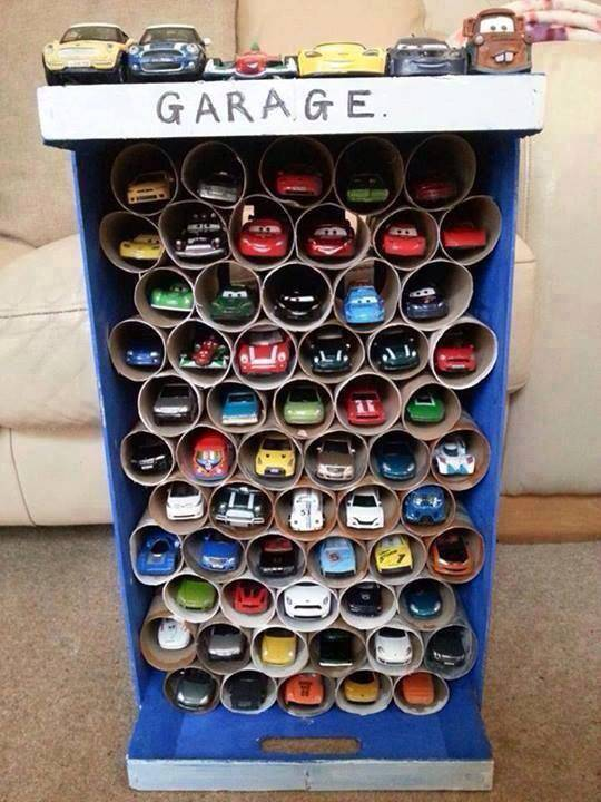 Garage pour ranger les petites voitures de votre enfant for Garage demontable pour voiture