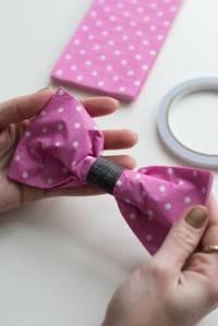 Pliage de serviette en forme de nœud papillon - Guide Astuces