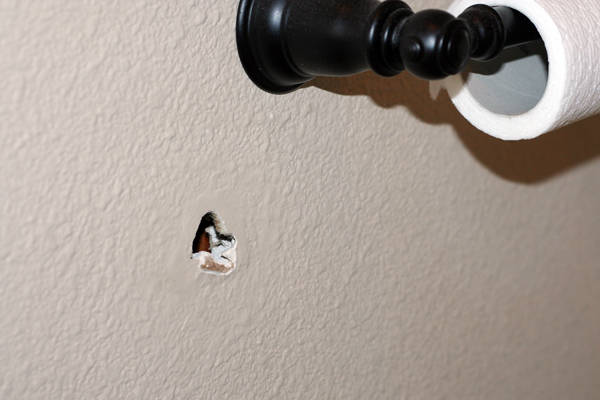 boucher un trou dans un mur guide astuces. Black Bedroom Furniture Sets. Home Design Ideas