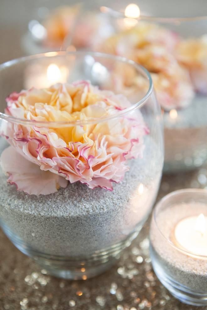 D coration avec des fleurs fra ches dans le sable guide for Fleurs fraiches
