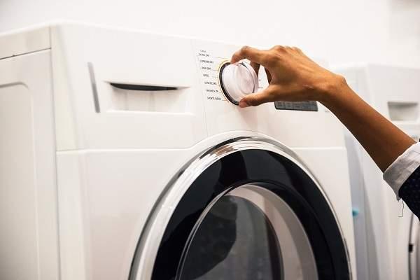 comment liminer les mauvaises odeurs du lave linge guide astuces. Black Bedroom Furniture Sets. Home Design Ideas
