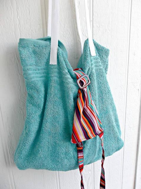 sac de plage avec une serviette de bain guide astuces. Black Bedroom Furniture Sets. Home Design Ideas