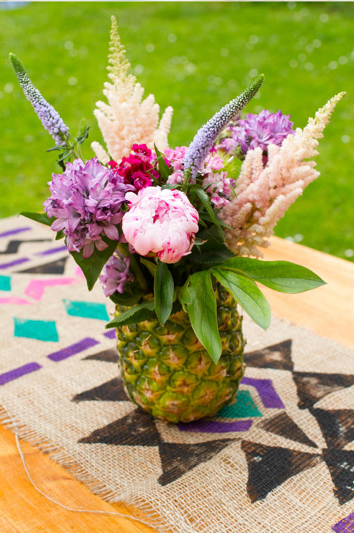 transformer un ananas en vase guide astuces. Black Bedroom Furniture Sets. Home Design Ideas