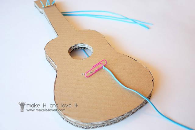 Sehr Guitare en carton - Guide Astuces LA14