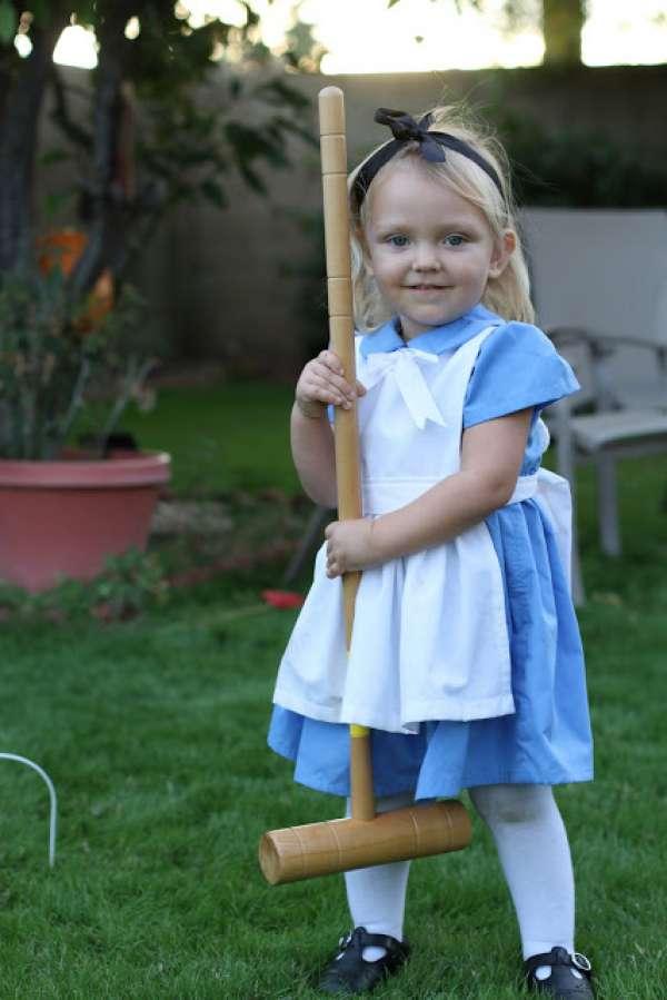 15 id es de d guisements d 39 halloween diy pour enfants et b b s guide astuces - Deguisement alice au pays des merveilles fait maison ...