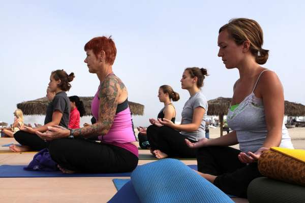 Faire du yoga en plein air