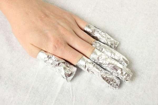 Enlevez du vernis à ongles dur à enlever