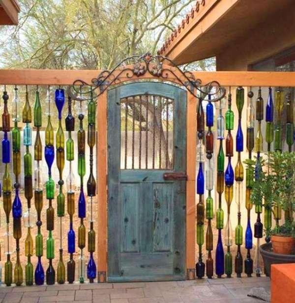 Une clôture de bouteilles