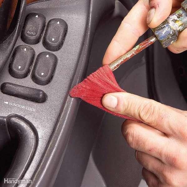 15 astuces hyper pratiques pour nettoyer sa voiture en. Black Bedroom Furniture Sets. Home Design Ideas