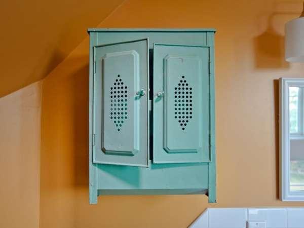 16 astuces gain de place pour petite salle de bain guide - Blanchir un meuble en pin ...
